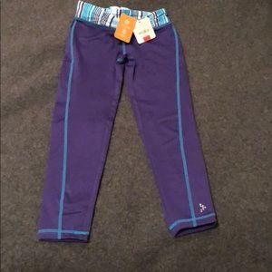 Activewear purple leggings